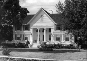 Old photo of the still standing Hamlin house